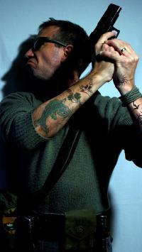 欧美型男 枪手 枪支 纹身