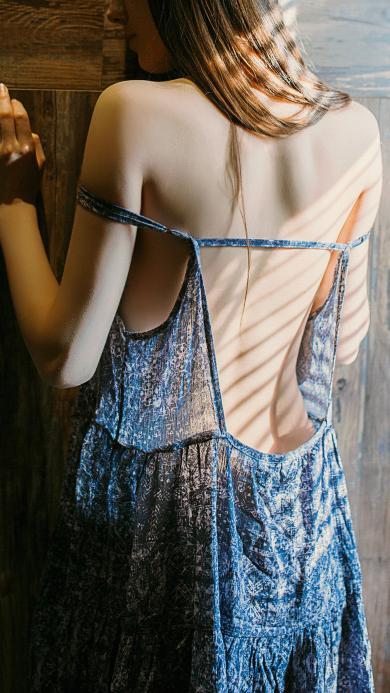 美女背影 美背 吊带裙 性感