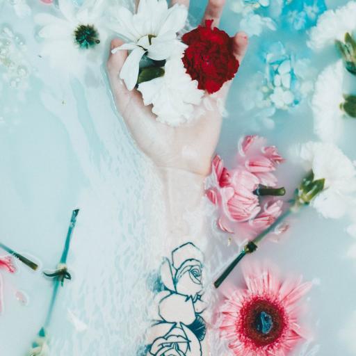 手部 纹身 鲜花 盛开