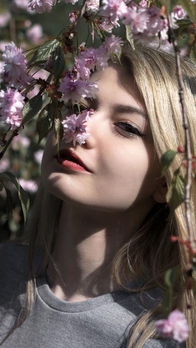 欧美美女 金发 写真 赏花