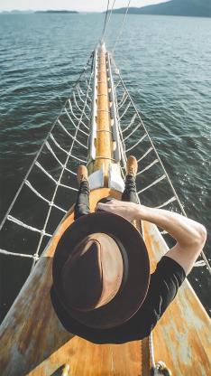 背影 帽子 船头 大海