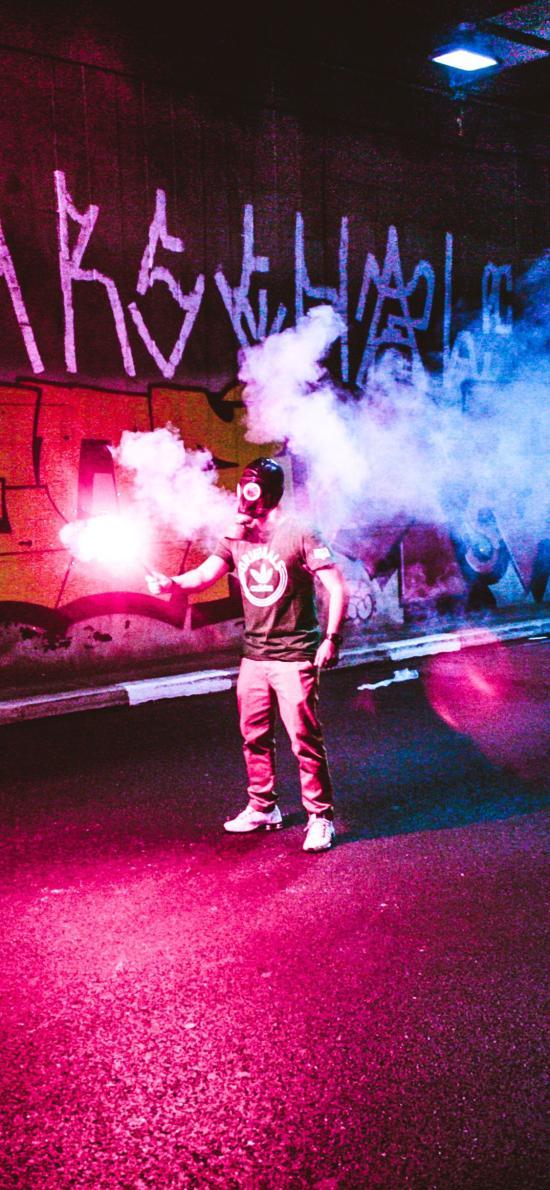 隧道 涂鴉 煙霧 防毒面具