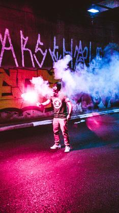 隧道 涂鸦 烟雾 防毒面具