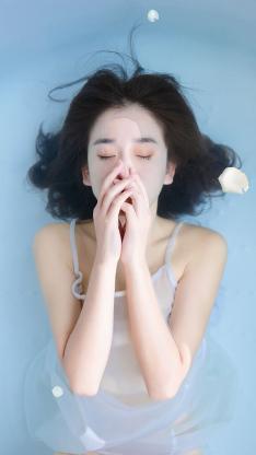水中女孩 唯美 蓝色 花瓣