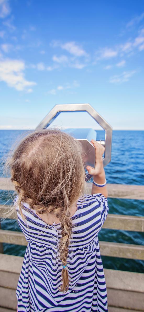 女孩 大海 岸边 望远镜