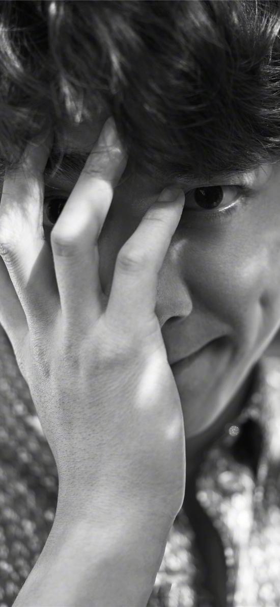 李易峰 遮脸 演员 明星 艺人 黑白 酒窝
