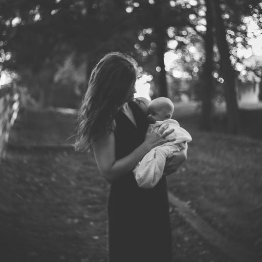 欧美 母亲 婴儿 亲情 黑白滤镜