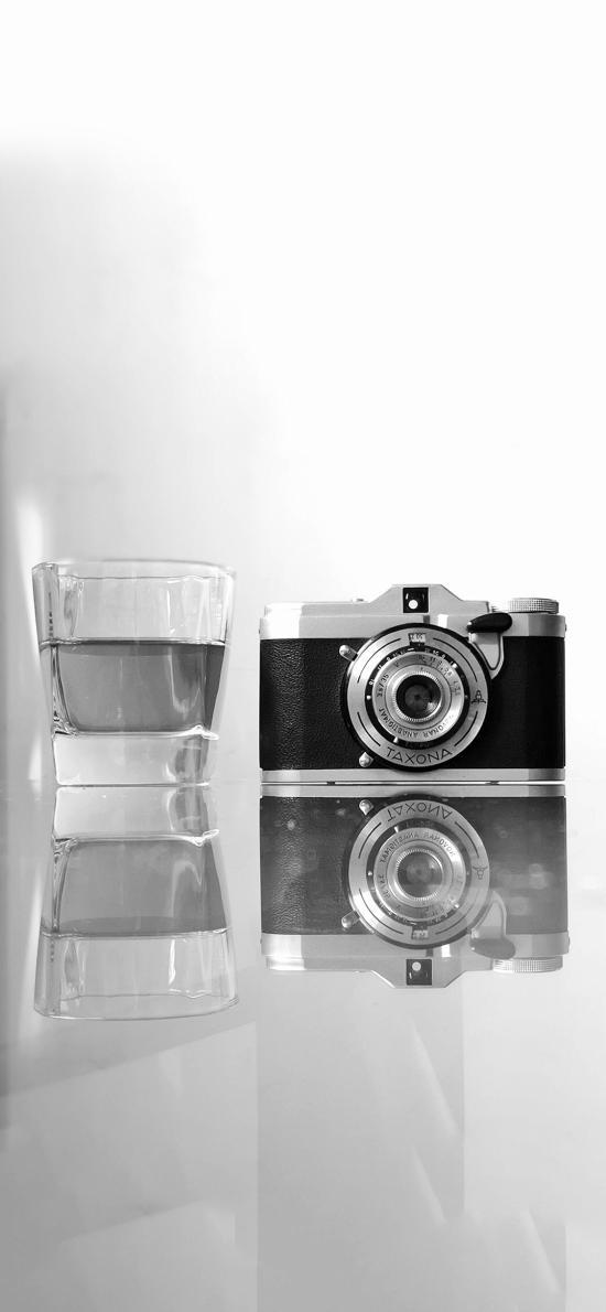靜物 相機 灰白 酒杯