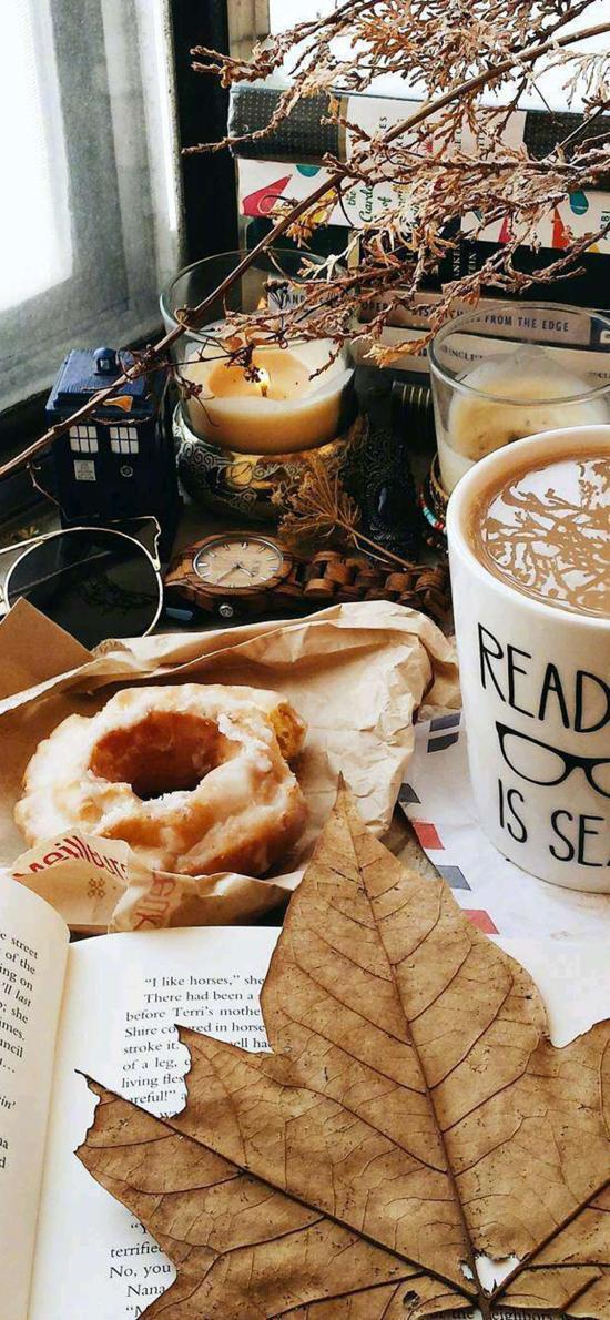 咖啡 面包 枫叶 书本