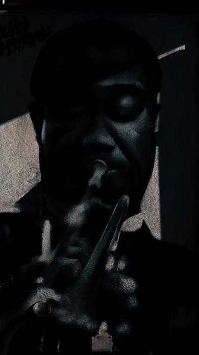 街头 墙壁喷绘 黑人 演奏