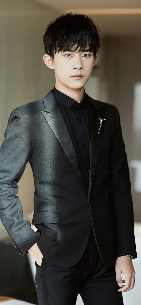 易烊千玺 TFboys 演员 艺人 歌手