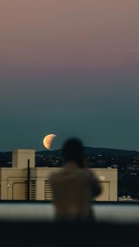 唯美场景 月亮 人物 背影