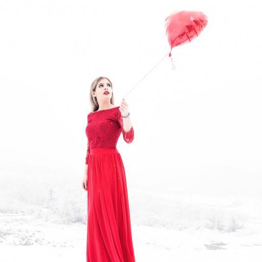 欧美 女孩 性感 红裙 血丝 气球