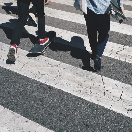 滑板 斑马线 运动 影子