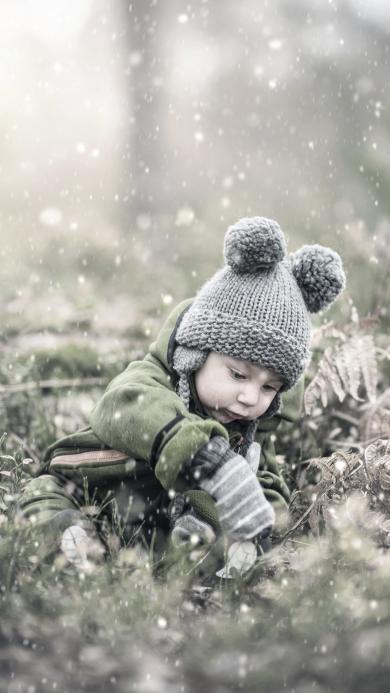 小孩 孩子 草丛 孩童 冬天