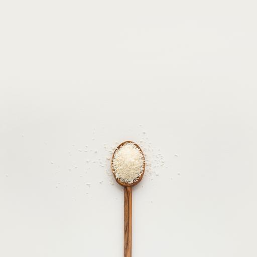 椰蓉 木勺 面包糠 散落