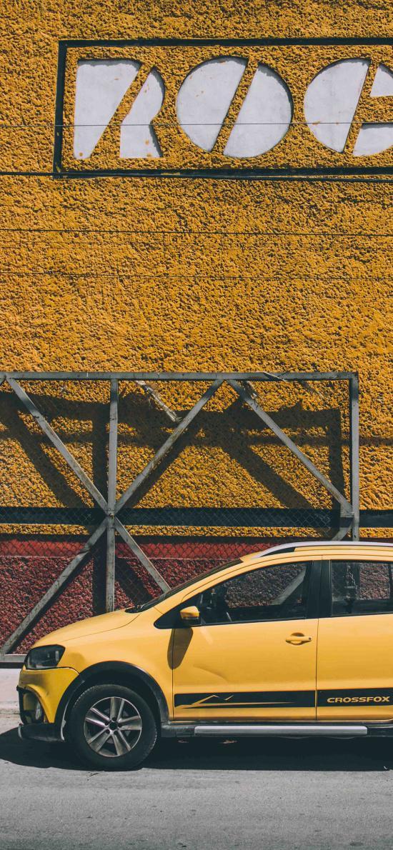 小车 汽车 黄色 停靠