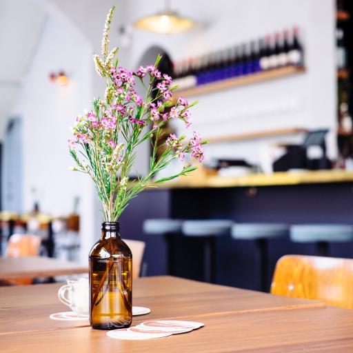 桌台 花瓶 花束 鲜花 插花