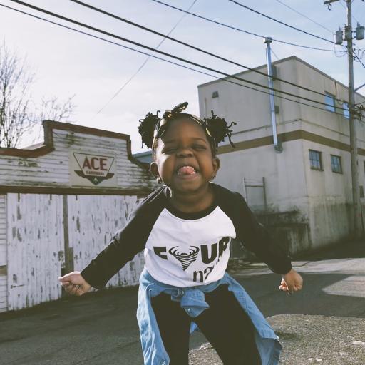 小女孩 黑人 搞怪 可爱