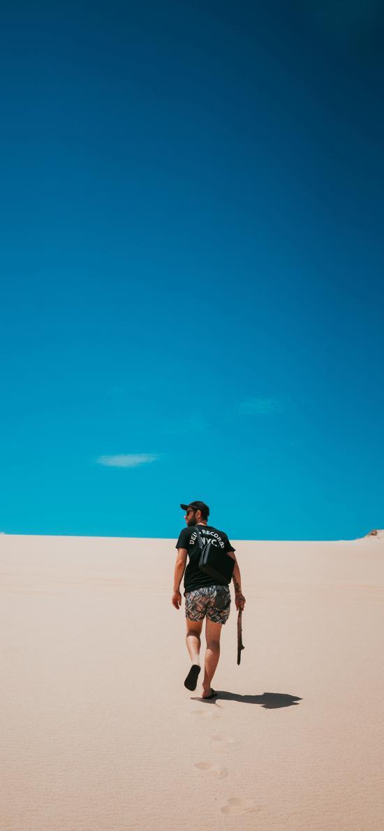 蓝天 沙漠 欧美男孩 徒行