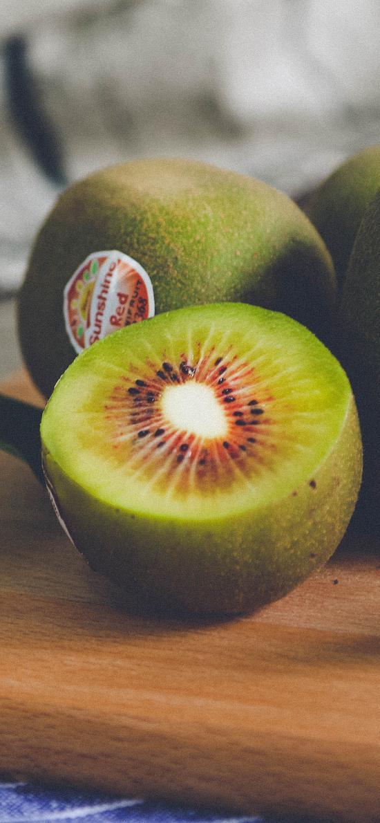 新鲜水果 猕猴桃 切半