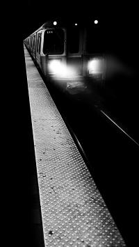 交通 列车 夜晚 黑白