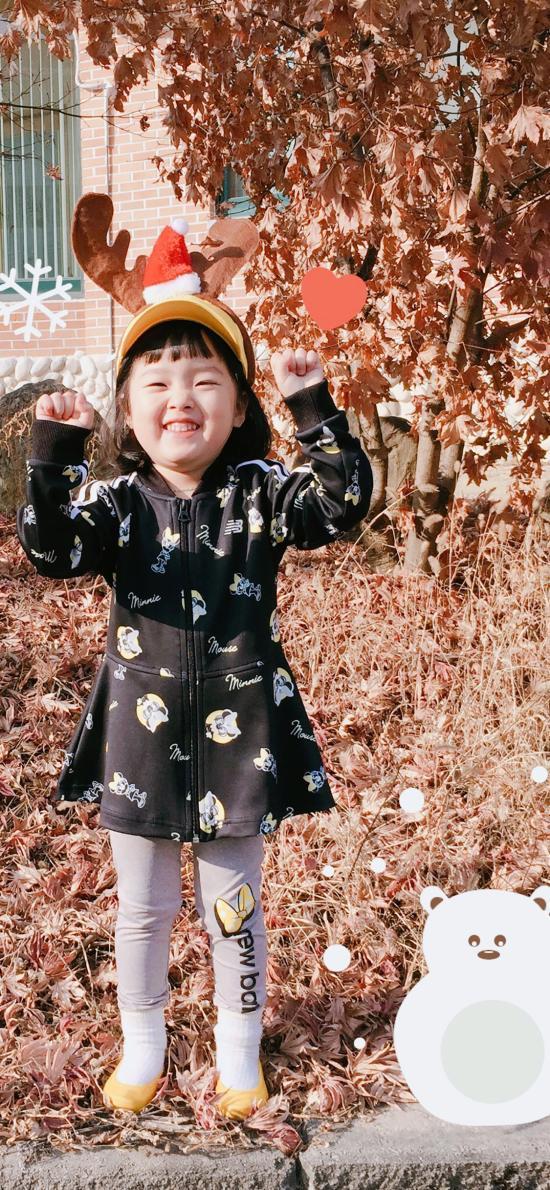 权律二 小女孩 可爱 秋天 落叶 枯黄