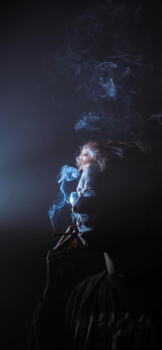 欧美 型男 抽烟 烟雾