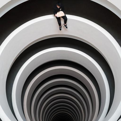 建筑 圆环 黑白  深不见底