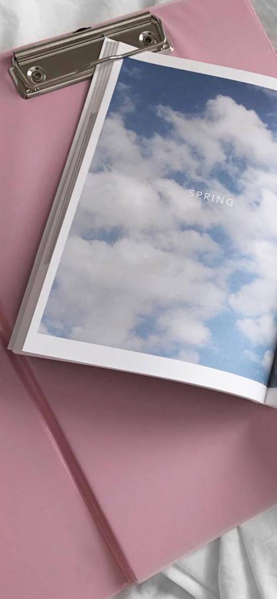 文件夹 书本 杂志 蓝天白云