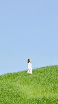 林允儿 韩国 演员 明星 歌手 艺人 草坪 山坡