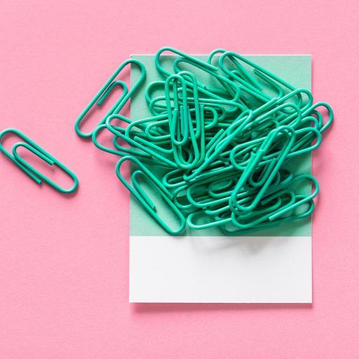 文具 回形针 色彩 密集 堆放