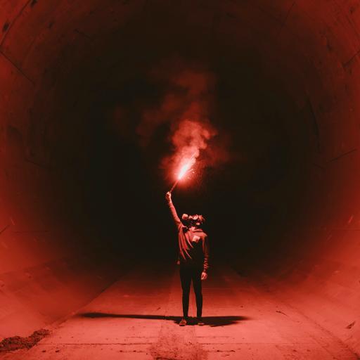 烟雾弹 黑暗 信号 隧道