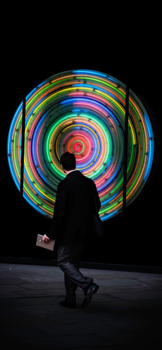 灯饰 螺旋 创意 色彩 背影 街拍