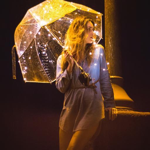 灯光 伞 欧美 女孩