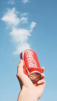 可口可乐 饮料 汽水 天空 蓝天白云 易拉罐