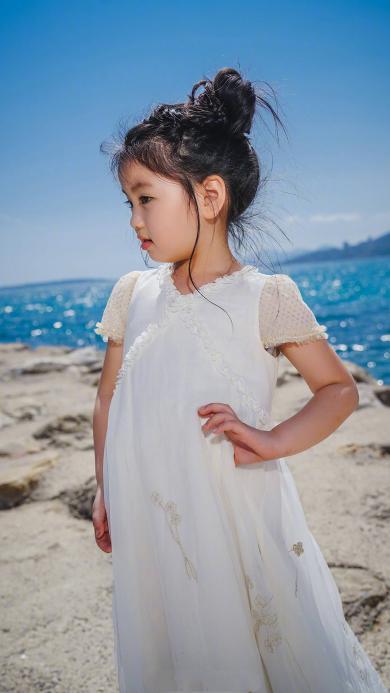 阿拉蕾 崔雅涵 小女孩 可爱 海边 白裙
