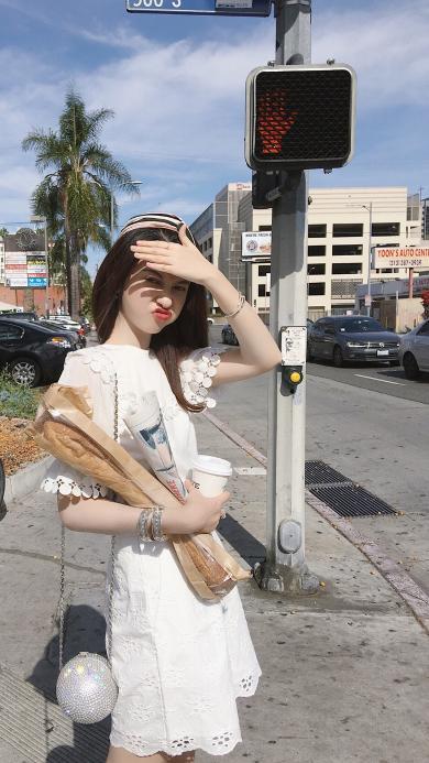 女孩 可爱 嘟嘴 街道
