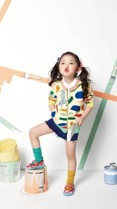 小女孩 欧美 儿童 童模 时尚 油漆桶