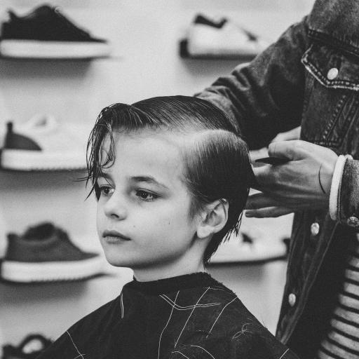 欧美小男孩 剪发 帅气 黑白