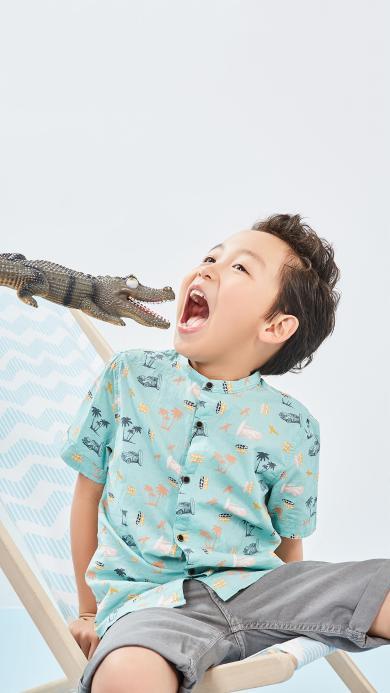 小男孩 萌娃 写真 鳄鱼玩具