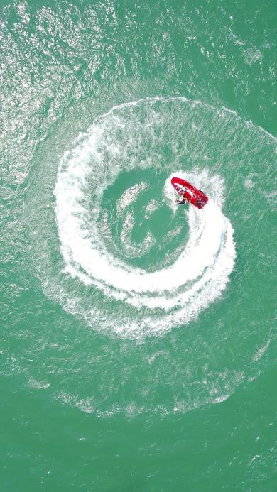 俯拍 大海 船艇 转圈 水波
