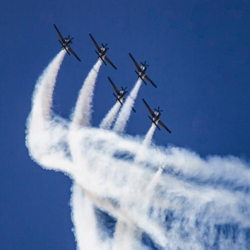 飞机 高空 飞翔 干冰 烟雾