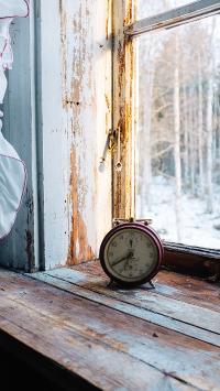 时间 窗台 时钟 闹钟 老旧