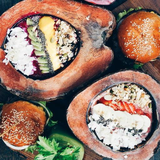 椰子 水果 沙拉 创意 草莓 奇异果
