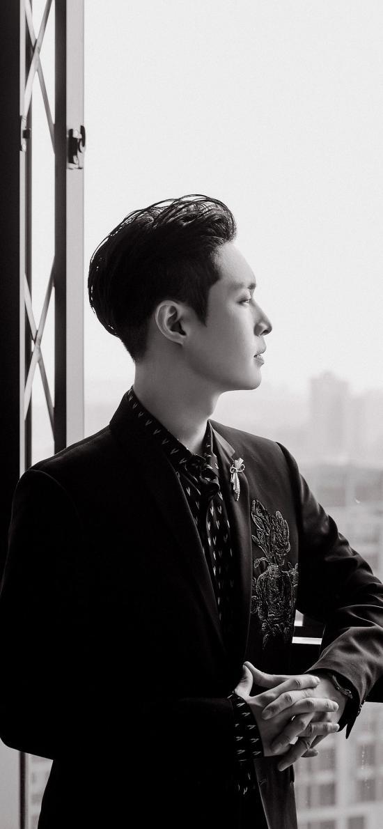 张艺兴 歌手 演员 明星 艺人 侧颜 黑白照
