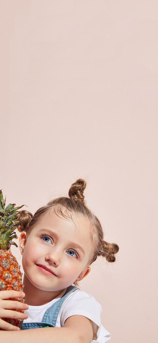 欧美小女孩 写真 菠萝 蓝眼睛
