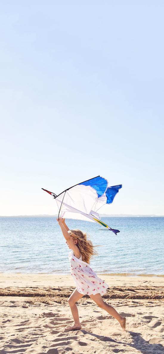 欧美 小女孩 海滩 奔跑