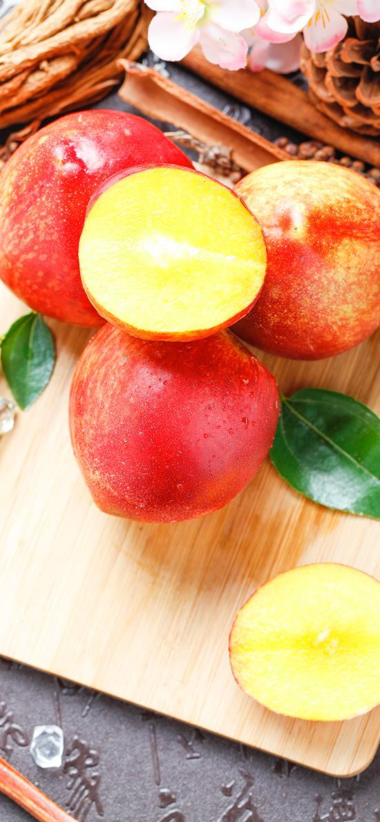 水果 油桃 新鲜 鲜艳 桃子