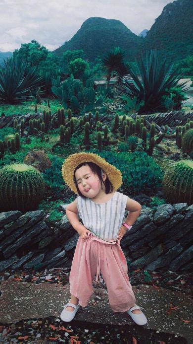 小蛮 小网红 小女孩 儿童 欢乐 草帽 叉腰